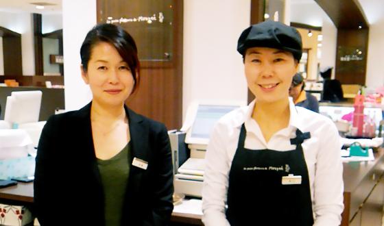 オーナーの秋葉さん(左)と販売スタッフの森山さん(右)