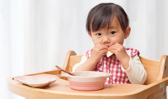 """口の機能やことばの発達に""""かじりつき食べ""""が重要"""
